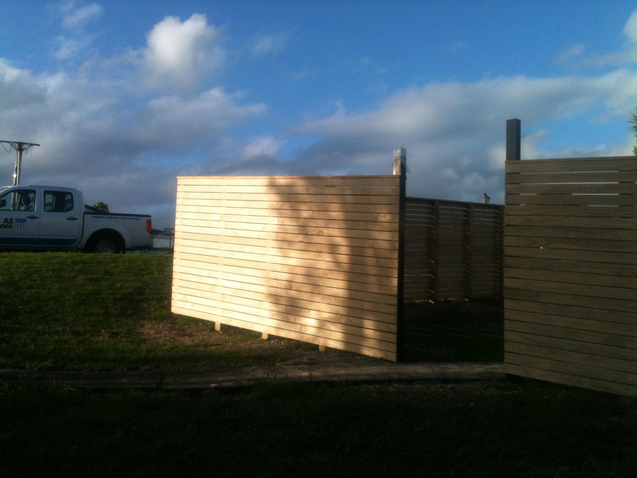 Horizontal Decking Fence 2-min