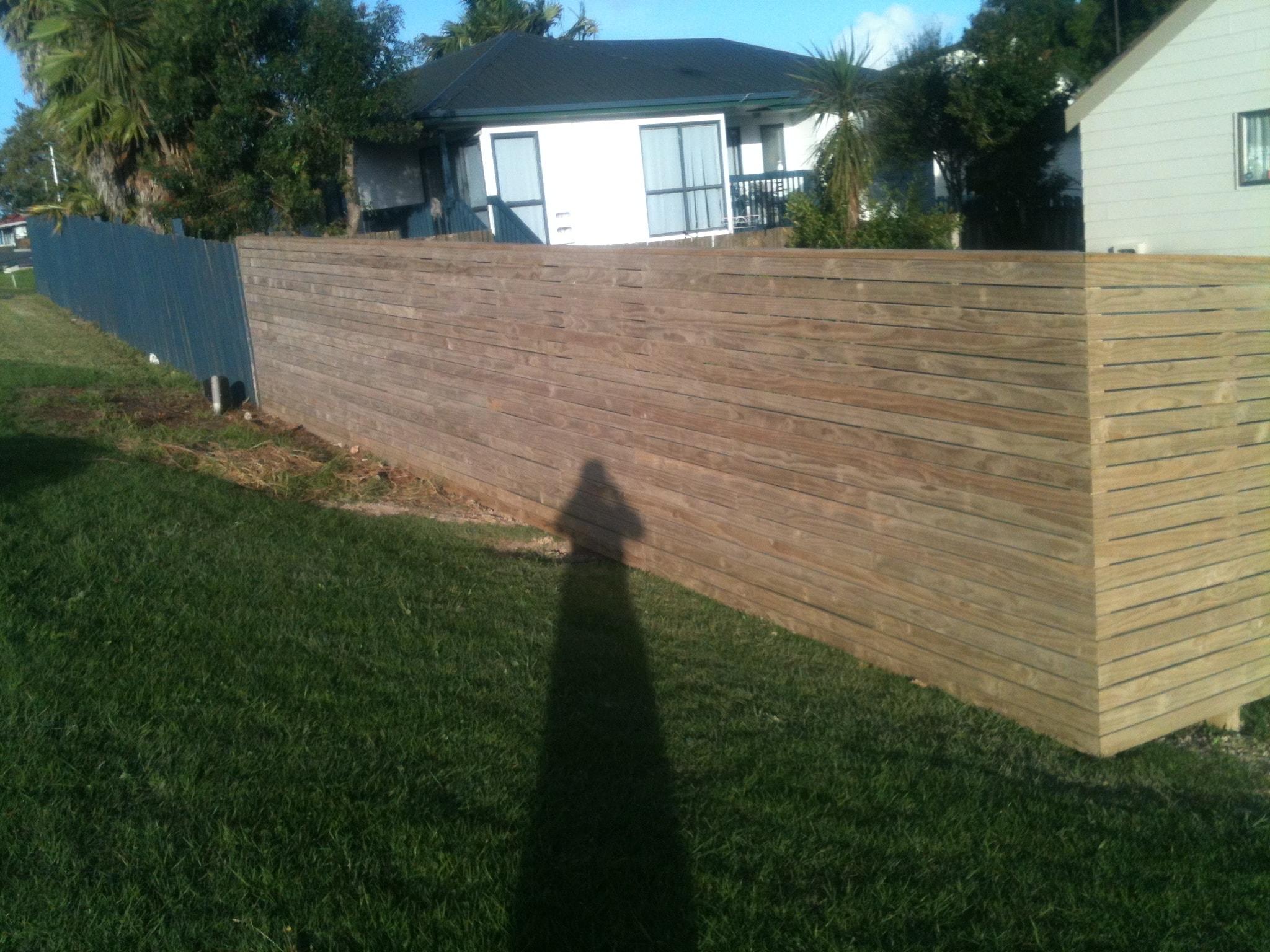 Horizontal Decking Fence-min